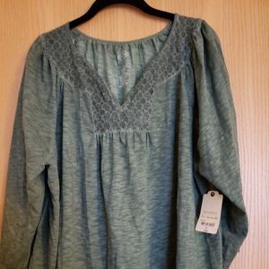 Womens top size 1x.Nwt.